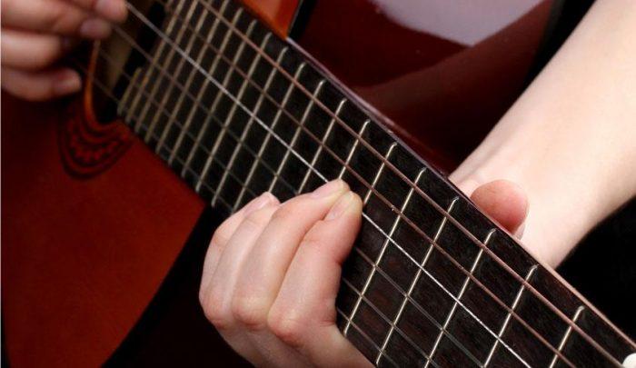 Wie_man_eine_Gitarre_stimmt